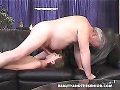 porno-konchayut-so-starikami